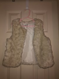 H&M fur vest size 6-7 for Kids. Great condition. Worn handful of times Richmond, V6X 1A7
