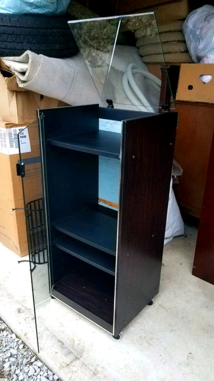 Photo Vintage Stereo Cabinet with opening glass top for record player