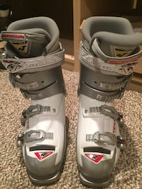 pair of gray-and-black snowboard boots Abingdon, 21009