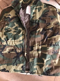 black and green camouflage zip-up jacket Rio Rancho, 87124