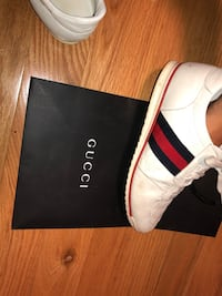 pair of white Adidas NMD R1 with box Goshen, 40026