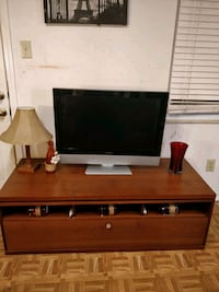 Nice big TV stand with drawers for big TVs in great condition, all dra Annandale, 22003