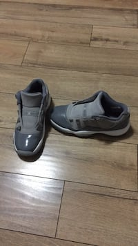pair of gray Nike Air Max shoes Mississauga, L4T 1K9