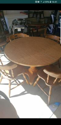 Wooden table and chairs Fresno, 93722