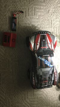 Traxxas Slash / Charger / 7.4v Lipo 3300MAH