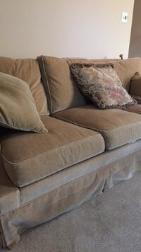 Comfortable Clean Couch and Pillows Arlington, 22205
