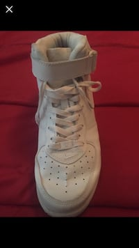 unpaired white Nike high-top sneaker Fort Worth, 76131