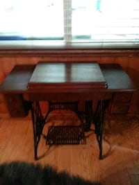 Antique/Vintage Singer Tiger and Iron 4 Drawer Sewing Machine Cabinet/