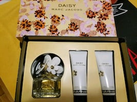Daisy marc jacobs gift set 1.7oz and lotion body soap