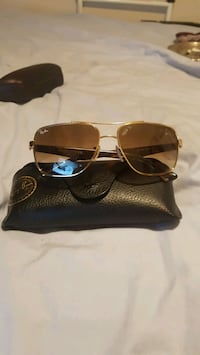 Gold rim brand new Ray-Bans Mint Condition read mo Windsor