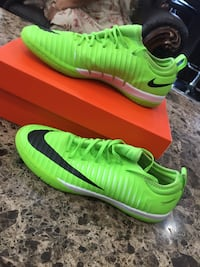 Indoor soccer shoes lime green with black nike sigh and wight bottoms size 7 men's Mississauga, L4T 1V1