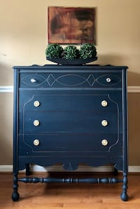 4 drawers antique dresser  Gainesville, 20155