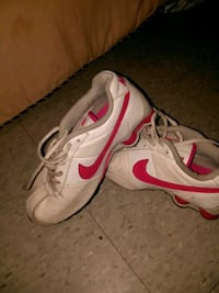 pair of white-and-pink Nike sneakers Wheaton, 60187