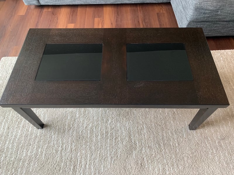 Coffee table and matching side tables d20ca7b6-07ae-4182-8a89-a528eb1e7298