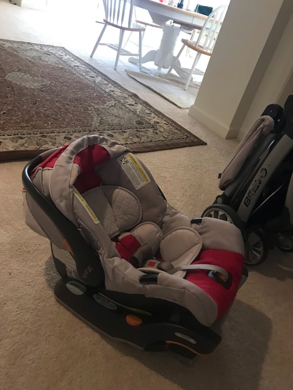 Chicco stroller and seat a624dfce-c5f4-4bba-8df7-540a03555f3e