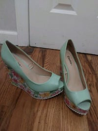 pair of green patent leather peep-toe pumps Brooklyn, 11214