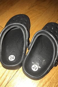 Black crocs style toddler slippers size 7 Chicago, 60659