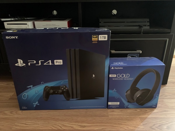Ps4 pro and headset Gold 6b3e6e61-b4cf-477c-994f-eb02ac287841