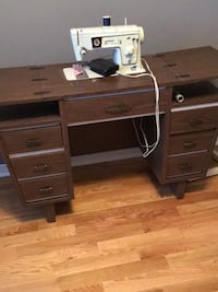Singer embroidery and sewing machine with his furniture Laval, H7W 4L3