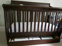 Baby crib that converts into Twin Bed.   Toronto, M4R 1M5
