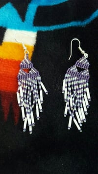 pair of white-and-purple hook earrings 1638 mi