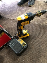 Dewalt screwgun w 2 battery's & Charger!! Negotiable!! Baltimore, 21217