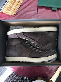Ecco casual walking boots