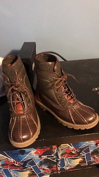 kids sizes 2 tommy hilfiger casual  boots. never worn Imperial, 63052