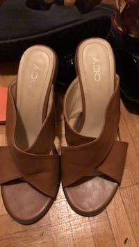 Pair of brown leather open toe heels size 6 Toronto, M9A 4M7