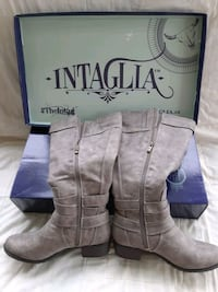 Ladies size 9w boots, extra wide calf