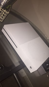 Xbox 1 S bundle  (read description) London, N6B 4X2