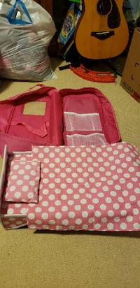 """18"""" doll carrying case with bed/bedding Inwood"""