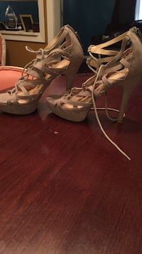 Pair of brown leather open-toe strappy heels Shreveport, 71109