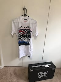 High end T-shirt dolphin brand Shorts #ThreadBeast is a subscription of clothing. These great finds were great, however a few didn't fit me. The box is normally $150 for a few items, so I am selling the ones that didn't fit for $15 each. If you buy more t Alameda, 94501