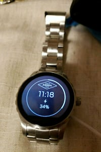 FoSSIL smartwatch never used comes with box Vaughan