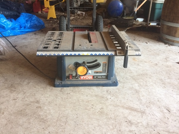 black and gray table saw