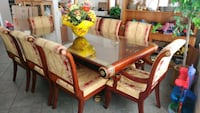 Lovely dining table/8 chairs