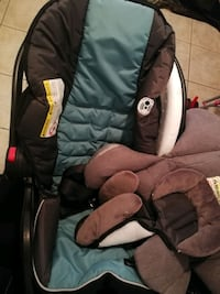 Infant carseat with 2 bases