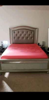 Bed queen con matres North Las Vegas, 89031