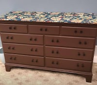 Dresser and queen bed 277 mi
