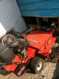 red and black ride on mower North Chicago, 60064