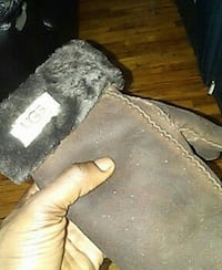 brown Ugg suede winter gloves Brooklyn, 11212