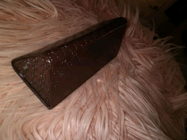 4041575892b Used Triangular Prism Leather Gucci Glasses Case for sale in Surrey - letgo