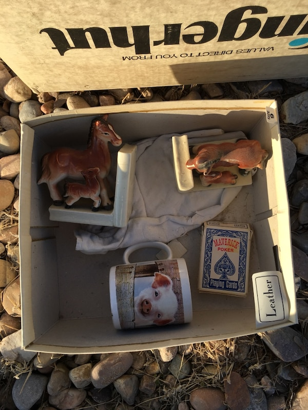 Horse bookends/pig mug/playing cards