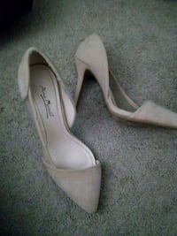 pair of beige pointed-toe pumps Mankato