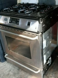 Stainless gas stove very clean works great Hamilton, L8E 3M4