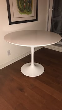 White circular dining table - Ceramic and Metal Vancouver, V6Z