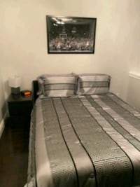 Queen size bed and matching table Burlington, L7T 2Z4