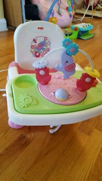 baby girl booster seat w activity tray like new  Nazareth, 18064