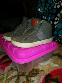 pair of gray-and-pink sneakers Stockton, 95203